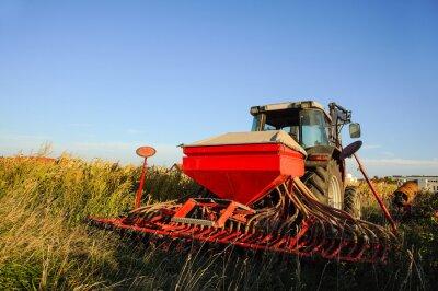 Фотообои Traktor мит Sämaschine Auf Dem Feld
