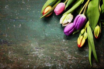 Фотообои Тюльпаны на деревянном фоне