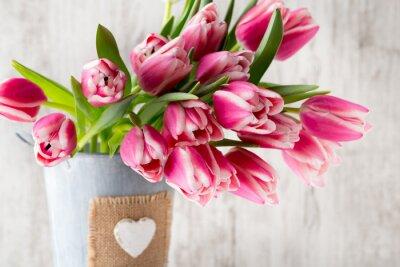 Фотообои Тюльпаны на сером фоне.