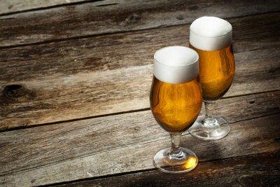 Фотообои Два стекла пиво на фоне дерева с Copyspace
