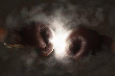 Фотообои Два старых коричневый боксерские перчатки ударил вместе