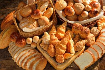 Фотообои Разнообразие хлеба в плетеной корзине на фоне старых деревянных.