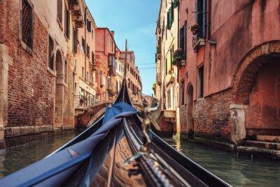 Фотообои Вид из гондолы во время езды по каналам Венеции я
