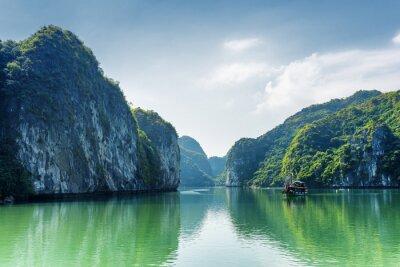 Фотообои Вид на лагуну в заливе Халонг, Южно-Китайское море, Вьетнам