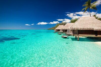 Фотообои Виллы на тропический пляж с шагами в воде