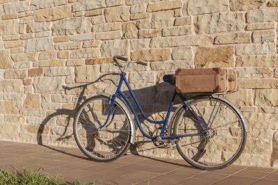 Фотообои Урожай велосипед и старый чемодан в каменной стене