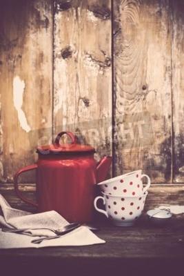 Фотообои Урожай кухонный декор, красный эмаль кофейник и чашки с горошек на старом фоне деревянной доски с копией пространства. Сельский домашний декор.