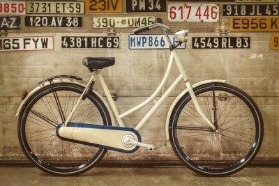 Фотообои Урожай леди велосипед в старом заводе