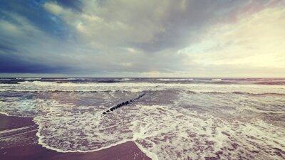 Фотообои Урожай тонированное грозовое небо над бурном море.