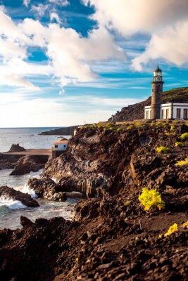 Фотообои Вулканический пейзаж с маяком рядом с солеварню Fuencaliente на острове Ла-Пальма в Испании