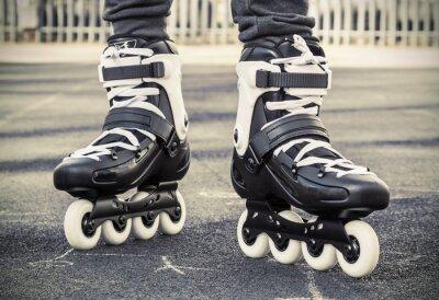 Фотообои ходить на роликовых коньках для катания. тонированное фото