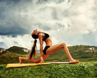 Фотообои Воин йога позы