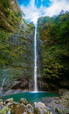Фотообои водопад в конце Левада-Верде Калдейран