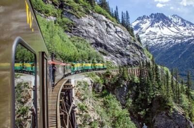 Фотообои White Pass Юкон Маршрут железной дороги проходит вдоль скал, направляющихся Скагуэй, Аляска