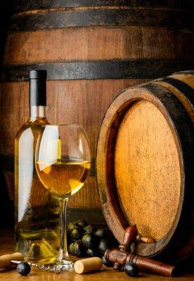 Фотообои белое вино на деревянном фоне баррель
