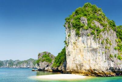Фотообои Дикий пляж на необитаемый тропический остров в Ha Long Bay