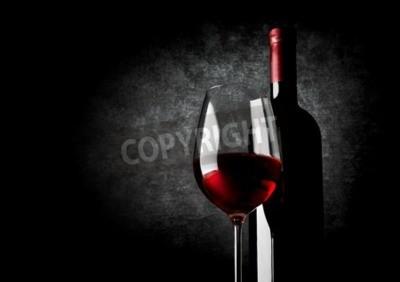 Фотообои Бокал красного вина на черном фоне