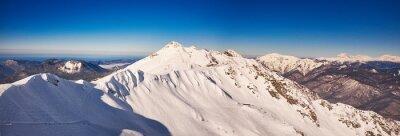 Фотообои панорама гор зима с лыжными трассами.