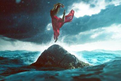 Фотообои Женщина танцует на скале в море