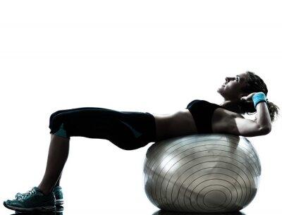 Фотообои женщина, осуществляющих фитнес-мяч тренировки
