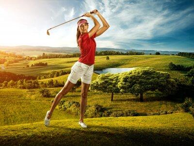 Фотообои Женщина гольфист удара по мячу на декорации красивой