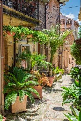 Фотообои Прекрасный оформлены улице в маленьком городке в Италии, Умбрия