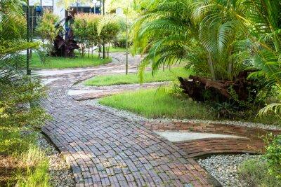 Фотообои Сад ходьба путь сделаны из глиняного кирпича в приятной утреннем свете