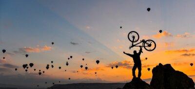 Фотообои sıradışı bisikletçi ve güç gösterisi