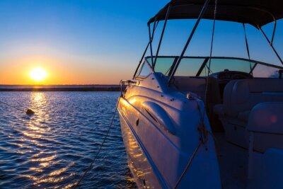 Фотообои Яхта у причала против закат