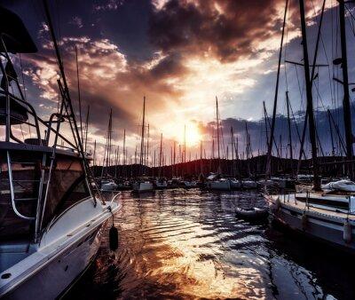 Фотообои Порт для яхт на драматическими заката