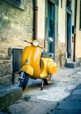 Фотообои Желтый скутер в тосканском городке Кортона