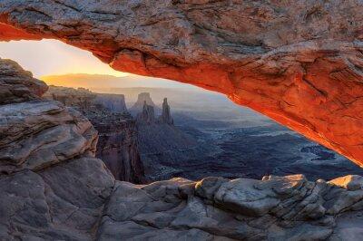 Фотообои Желтый красный восход солнца в Меса Арка в Национальный парк Каньонлендс, штат Юта, США