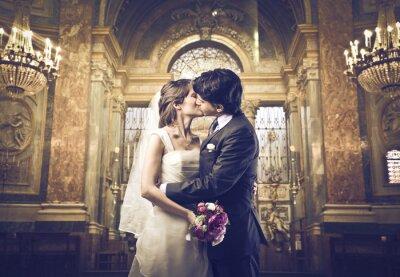 Фотообои Вы можете поцеловать невесту
