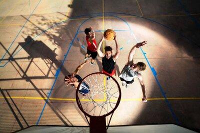 Фотообои Молодой баскетболист играл с энергией