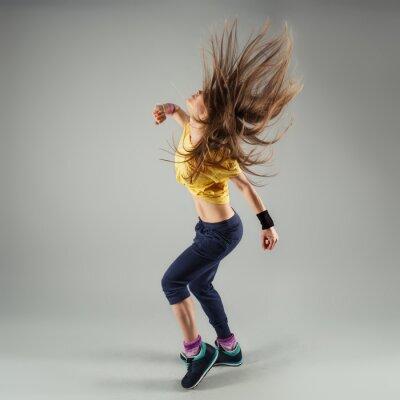 Фотообои Молодой энергичный Zumba Fitness женщина танцовщица движется в классе