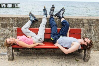 Фотообои Молодые люди, друзья, расслабляющий на стенде.