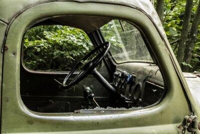 Фотообои ЗИЛ 157. Старый автомобиль с русским дерево от труднодоступных углов горных лесах.