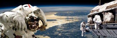 Плакат Команда космонавтов, выполняющих работу на пространстве station.- Элементы этого изображения, предоставленную NASA.