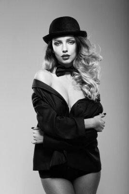 Плакат Женщина в куртке мужчины. Черное и белое.