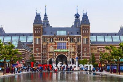 Плакат Амстердам, Нидерланды. На площади перед зданием Государственного музея