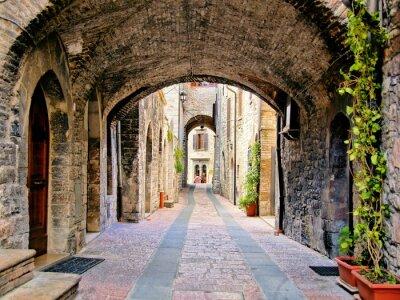 Плакат Арочные средневековые улица в городе Ассизи, Италия