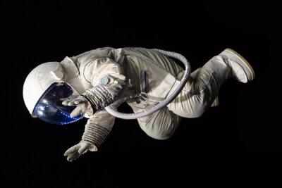Плакат астронавт на черном фоне