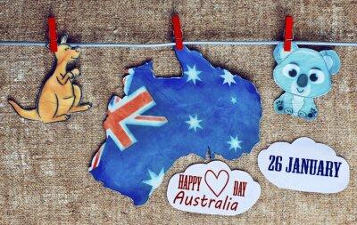 Плакат День Австралии Концепция - приветствие написано через белых австралийских карт, кенгуру и коала - висит колышками (прищепка), 26 января. тонированное изображение. солнечный эффект