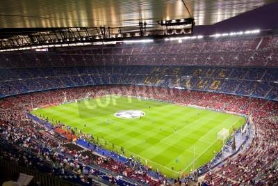 Плакат БАРСЕЛОНА - Сентябрь 13: толпы людей в Камп Ноу стадиона перед матчем Лиги чемпионов между ФК Барселона и Милан, окончательный счет 2 - 2, 13 сентября 2011 года в Барселоне, Испания.