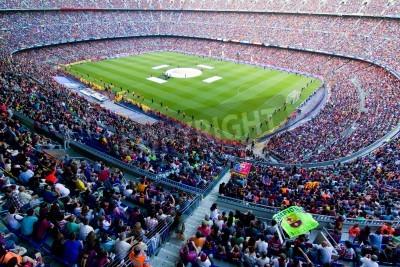 Плакат БАРСЕЛОНА, ИСПАНИЯ - 13 мая 2011 года: Неизвестные сторонники ФК Барселона праздновать победу испанской лиге чемпионата в Камп Ноу стадиона.