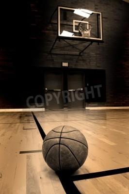 Плакат Баскетбол на суд с обручем на фоне