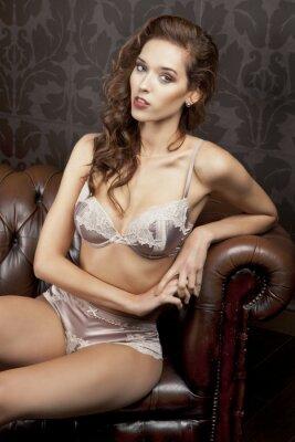 Плакат Красивая, сексуальная брюнетка в нижнем белье в роскошных апартаментах