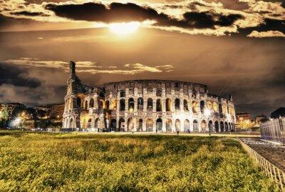 Плакат Прекрасный вид на Колизей ночью