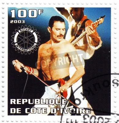 Плакат Бенин - около 2003 штампа, печати в Бенине показывает лидера Фредди Меркьюри Queen - 1980 знаменитый музыкальный поп-группа, около 2003