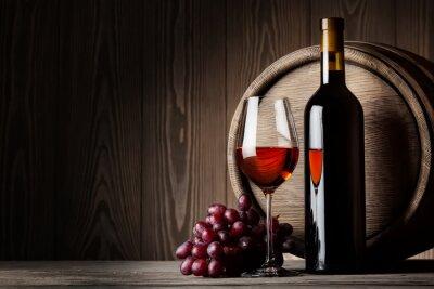 Плакат Черный бутылку и стакан красного вина с виноградом и баррель
